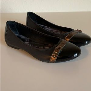 Women's black and brown Born Flats